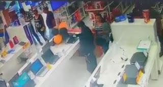 Mulheres são flagradas furtando notebooks no Magazine Luiza em Registro-SP