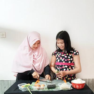 Cara mengajarkan anak memasak