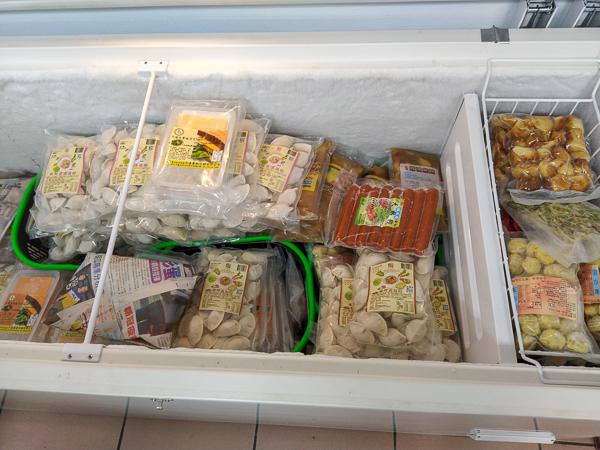 台中大里奕品素食超商多種餅乾零食、泡麵拌醬,素食美食好去處