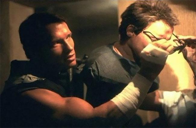Direto do túnel do tempo: fotos incríveis dos bastidores de Arnold Schwarzenegger como o Exterminador do Futuro (1984)