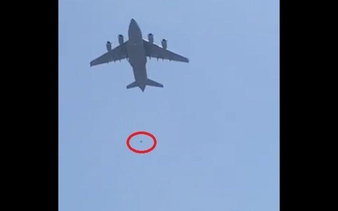 Ngeri Banget! Video 3 Orang Afghanistan Terjatuh dari Roda Pesawat Militer AS