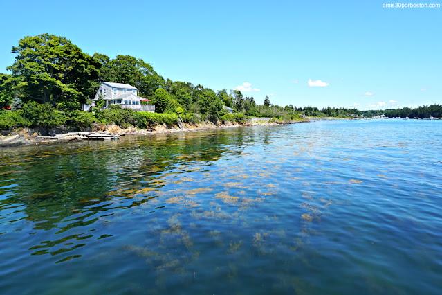 Vistas desde el Muelle de Erica's Seafood en Harpswell, Maine