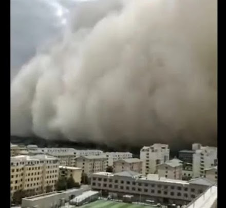 Σκηνικό Αποκάλυψης: Αμμοθύελλα «καταπίνει» ολόκληρη πόλη στην Κίνα [βίντεο]