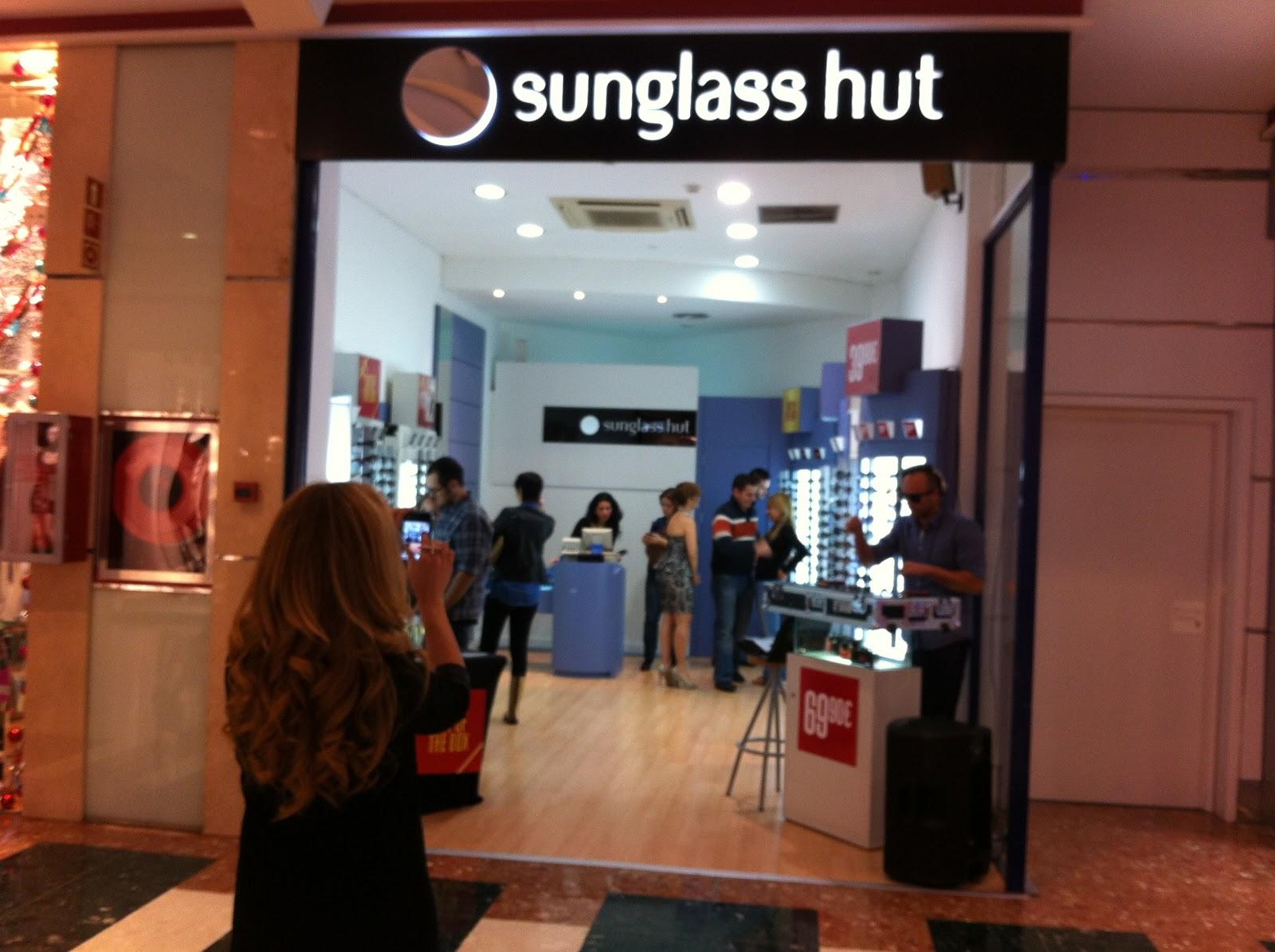 e0fc56be60a48 Aproveché ese momento para acercarme a la tienda de SUNGLASS HUT
