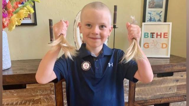 Bambino di 8 anni dona i capelli ai bambini che non ne hanno