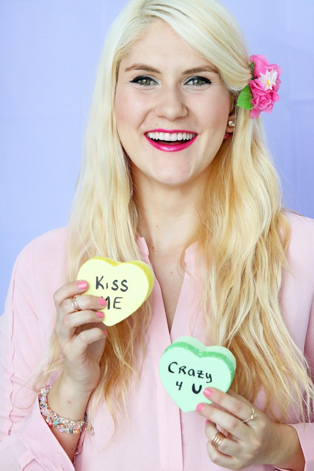 Adorable DIY Conversation heart treat boxes. Click through for tutorial!