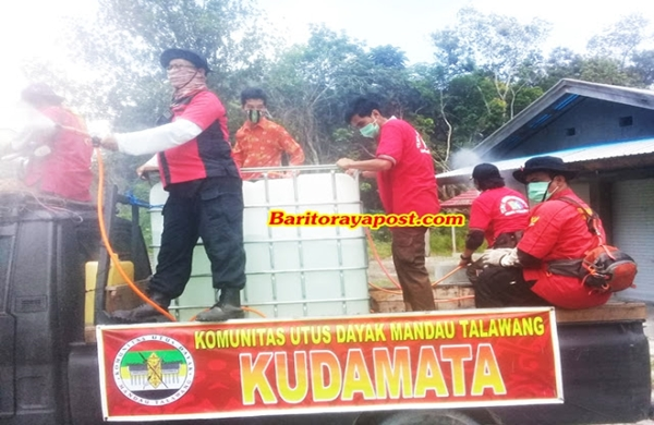 Pertahankan Zona, Ormas Kudamata Bersama TNI dan Polri Secara Madiri Menyemprotkan Disinfektan