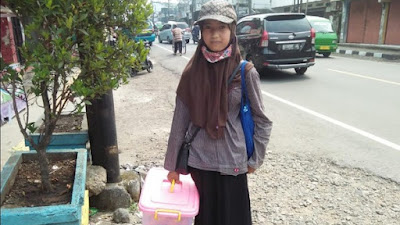 Uluran Tangan untuk Salma Bocah Sukabumi Putus Sekolah-Jual Gorengan