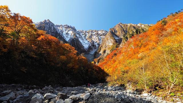 谷川岳の一ノ倉沢までは上毛高原駅から24.3km、水上駅から12.9km。本格的な山岳風景に手軽にアクセスできるサイクリングコースです。