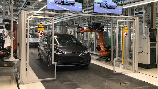 Auto parts makers shine spotlight on aluminium's role in electric vehicles