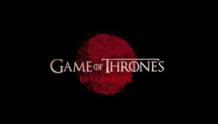 """Imagem: Fundo preto com círculo de uma mancha vermelha no centro que simboliza uma lua. Escrito em cima """"Game of Thrones"""" """"bloodmoon""""."""