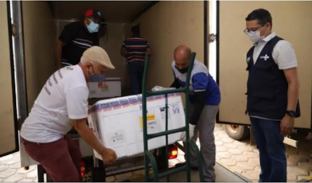 Primeiras doses da vacina AstraZeneza/Oxford chegaram ao Maranhão nesse domingo (24). (Foto: Karlos Gerolmy/Secap)