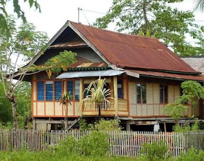 Rumah Adat Suku Luwuk