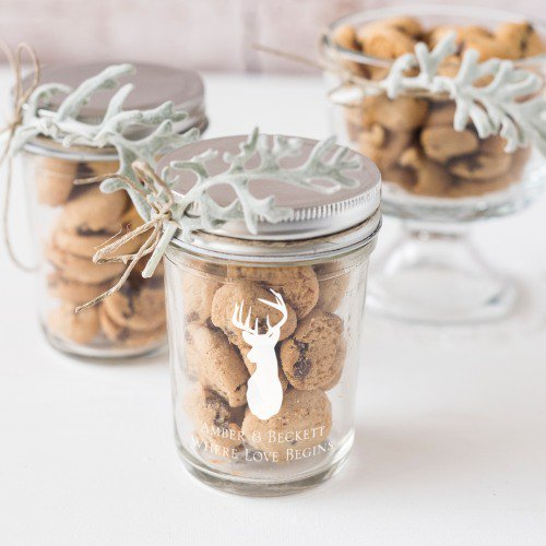 Planning your winter wedding? Check out these Winter Wonderland Wedding Favor Ideas from www.abrideonabudget.com.