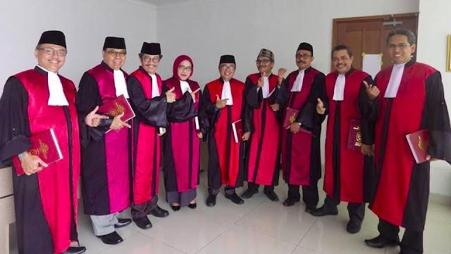 Bawas MA Periksa Hakim PN Jakpus yang Pose 2 Jari