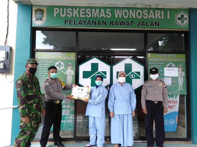 Peduli Pandemi Covid-19 Koramil  Wonosari Bersama Polsek Serahkan Bantuan APD Ke Puskesmas