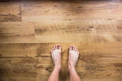 riscaldamento a pavimento-legno-piedi
