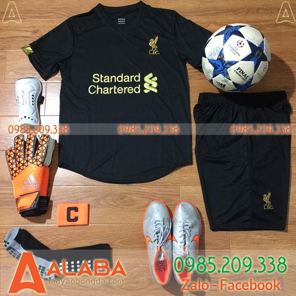 Bộ quần áo CLB Liverpool đen ấn tượng