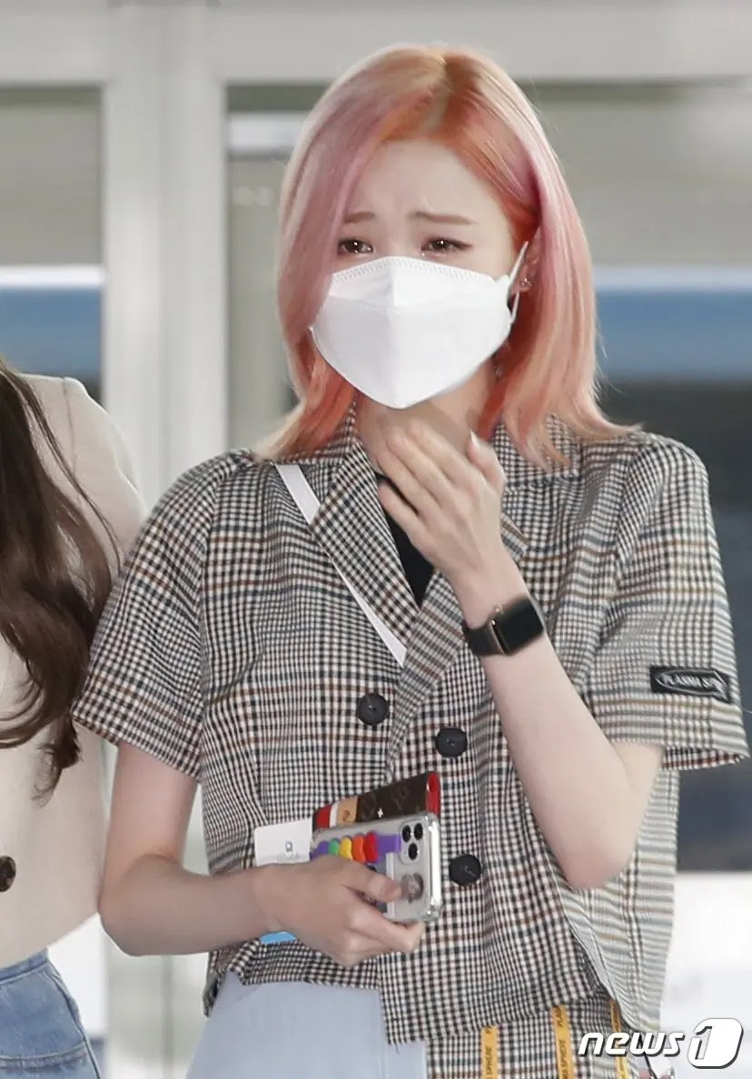 IZ*ONE's Sakura, Nako and Hitomi Confirmed Returning to Japan Today