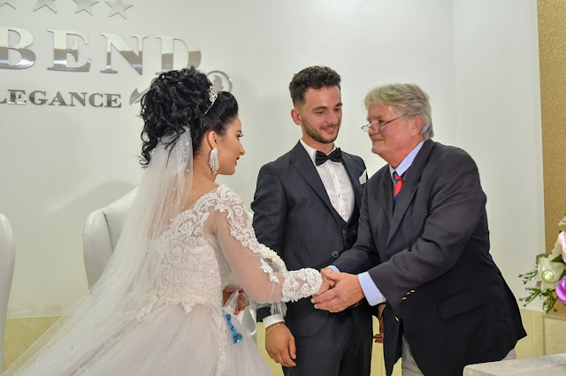 German doctor Manfred Kühle to the wedding of the boy who saved his life 20 years before