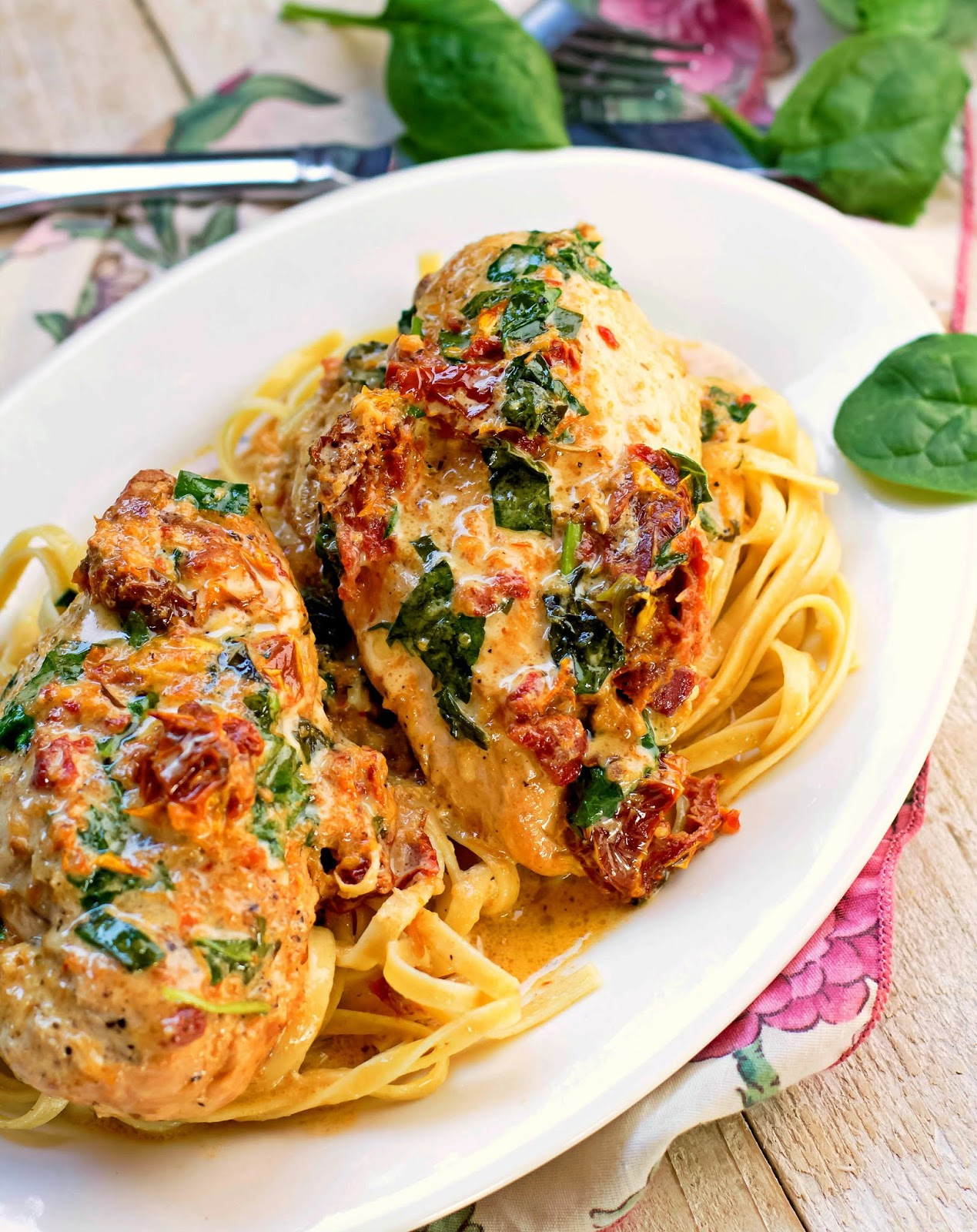 Crock Pot Tuscan Chicken #dinner #chicken #crockpot  #slowcooker