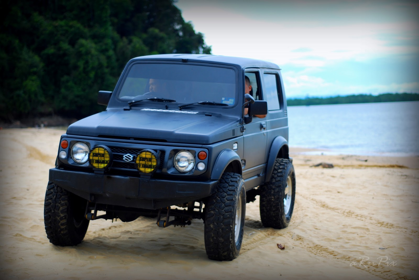 photography outing suzuki jimny off road beach show. Black Bedroom Furniture Sets. Home Design Ideas
