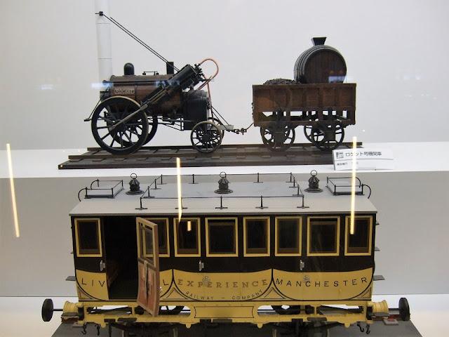 蒸気機関車と客車の模型