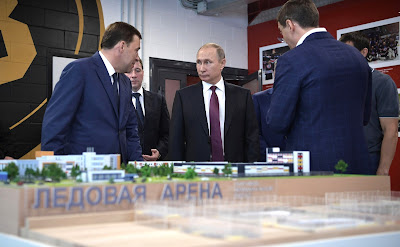 Russian President inspects a scale model of the sports and educational cluster to be constructed in Yekaterinburg's new neighborhood.