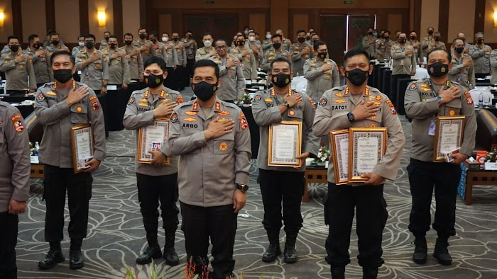 Humas Polda Jatim raih dua penghargaan dari Divisi Hubungan Masyarakat Polri
