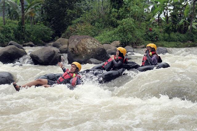 menuju-tenggelam-river-tubing-todaydream