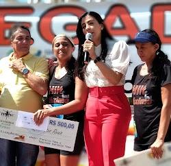 Deputada Daniella e o prefeito Tema entregam premiações dos campeões da meia maratona