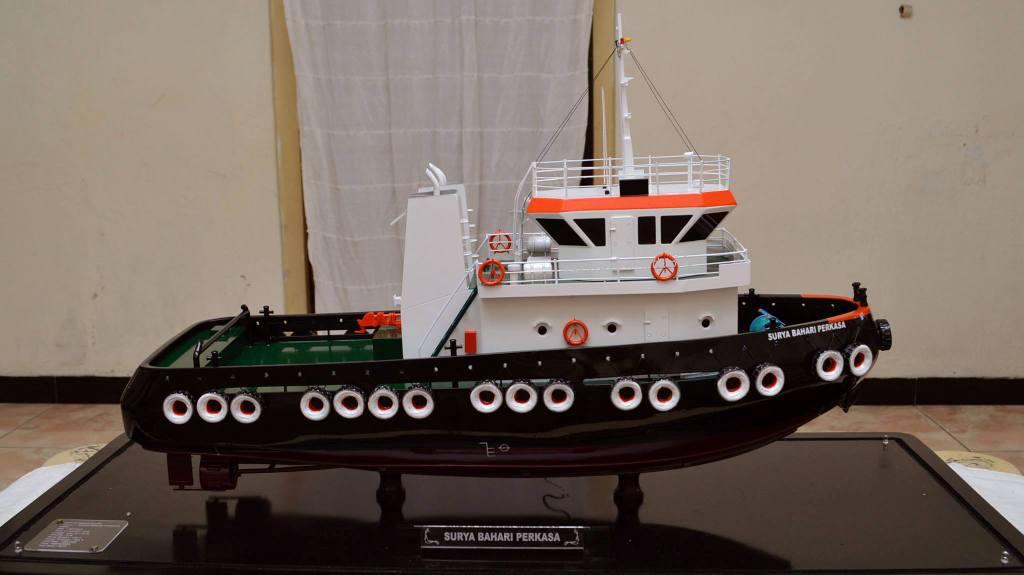 miniatur kapal tugboat milik pelayaran pt surya bahari perkasa rumpun art work planet kapal jakarta indonesia