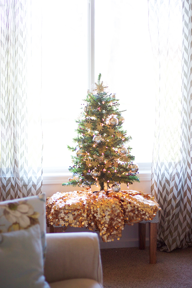 Blogger Stylin' Home Tour: Christmas Apartment Decor ...