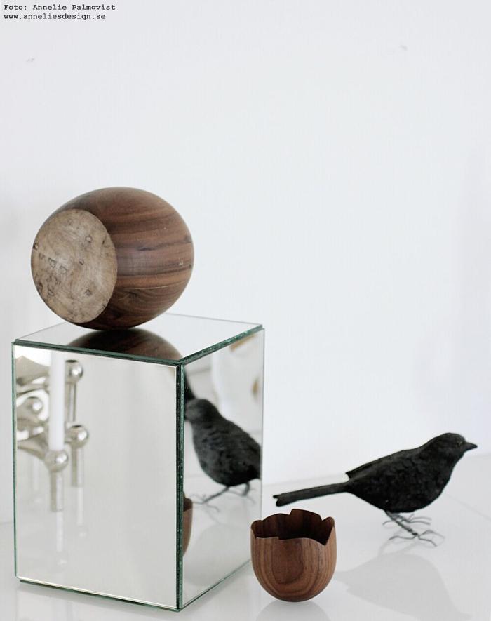 annelies design, webbutik, webbutiker, spegel, speglar, spegelkub, spegelkuber, inredning, hasselnöt, nöt, äggskal, alexander ortlieb, koltrast, fågel, fåglar, dekoration,