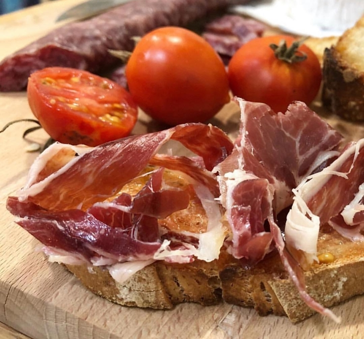 Pan con tomate y jamón