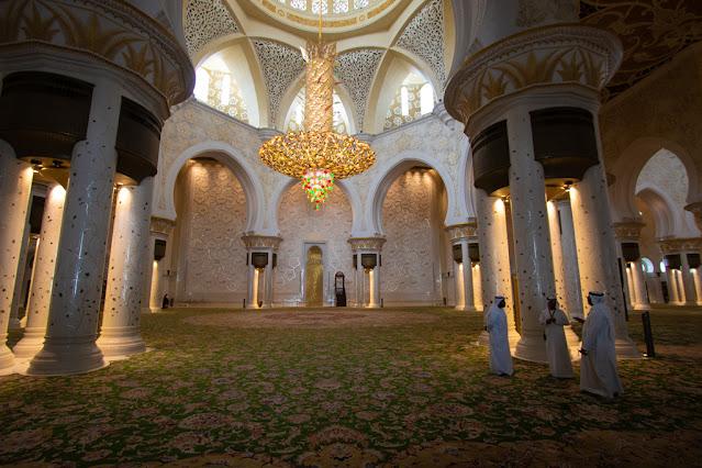 Interni Moschea dello sceicco Zayed Abu Dhabi