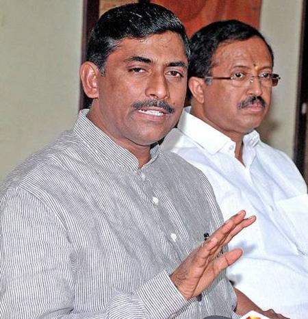 P Muralidhar Rao  and V Muraleedharan criticized Pinarayi Vijayan, New Delhi, News, Politics, Criticism, Chief Minister, Pinarayi vijayan, Smuggling, Trending, BJP, National.