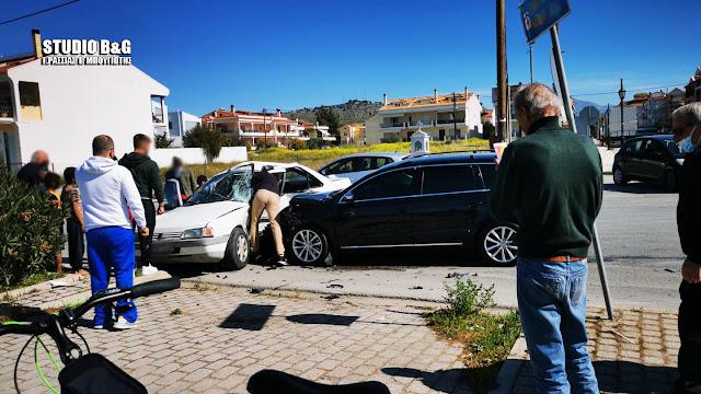 Τροχαίο στο Ναύπλιο με σύγκρουση αυτοκινήτων