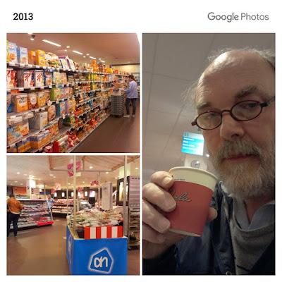 Foto winkelschappen en koffiedrinkende Ytzen in de Albert Heijn