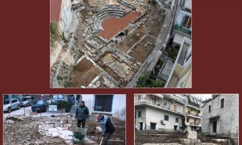 Εντυπωσιακά αρχαία οικοδομικά κατάλοιπα αποκαλύφθηκαν στην Άρτα, κατά την διάρκεια κατεδάφισης παλιών κτισμάτων στο κέντρο της πόλης και πολύ κοντά στο Μικρό Θέατρο της Αμβρακίας.