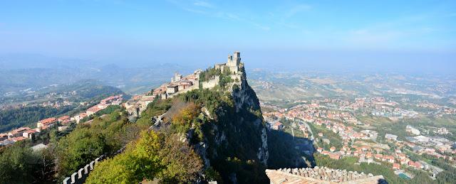 Zamek La Rocca Guaita, zwany także Prima Torre (Pierwsza Wieża) to najbardziej znana atrakcja w San Marino