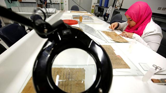 Científicos detectan 'tinta invisible' en un antiguo papiro egipcio