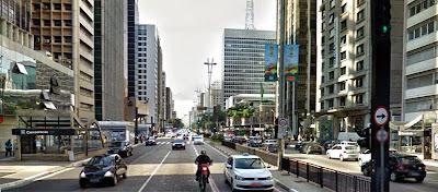 Avenida Paulista | Metrô Consolação esquina com Rua Hadock Lobo