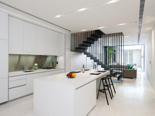 Desain interior ruko hitam putih, inspirasi ruang dapur