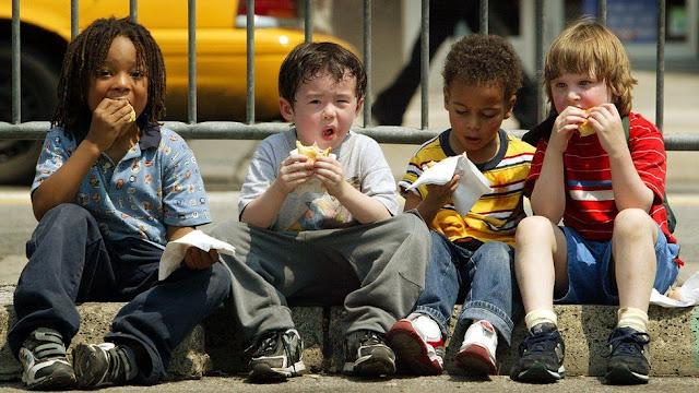 Як ми їмо в дитинстві, молодості, зрілості та старості