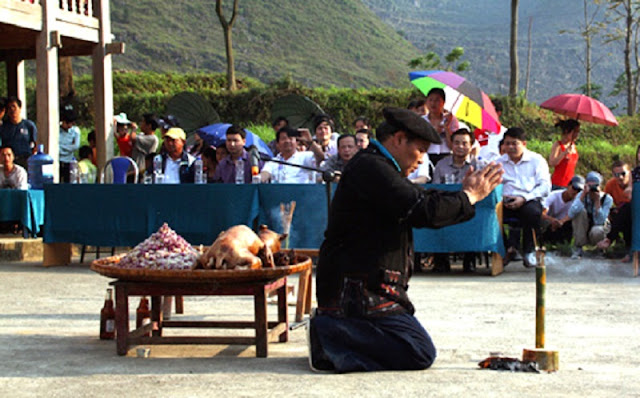 Forest god worship ceremony of Pu Peo ethnic minority - Ha Giang travel 1