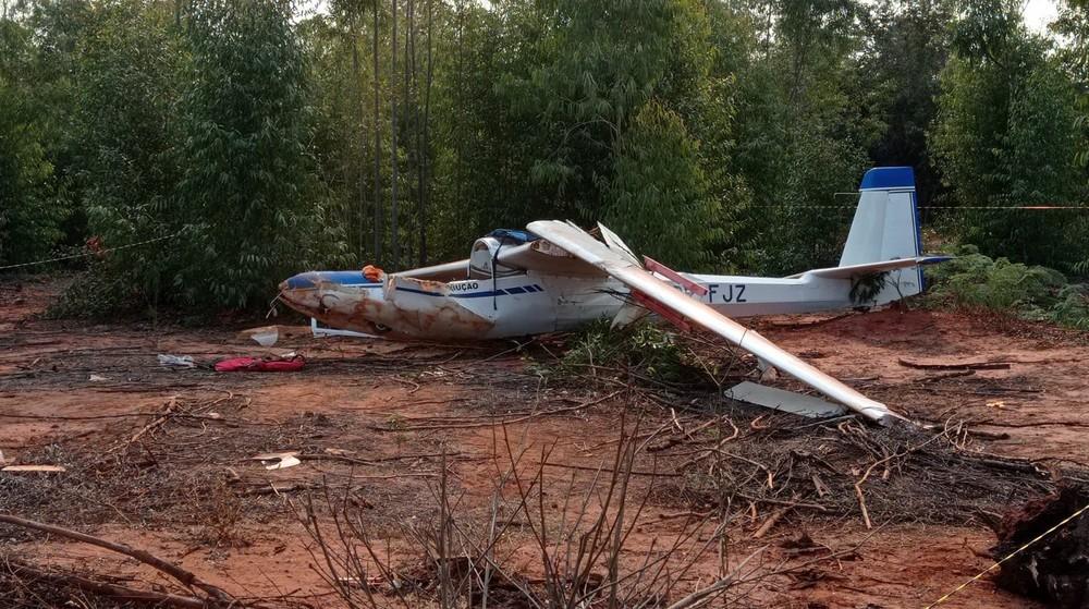 Planador cai em Bebedouro-SP e deixa duas pessoas feridas