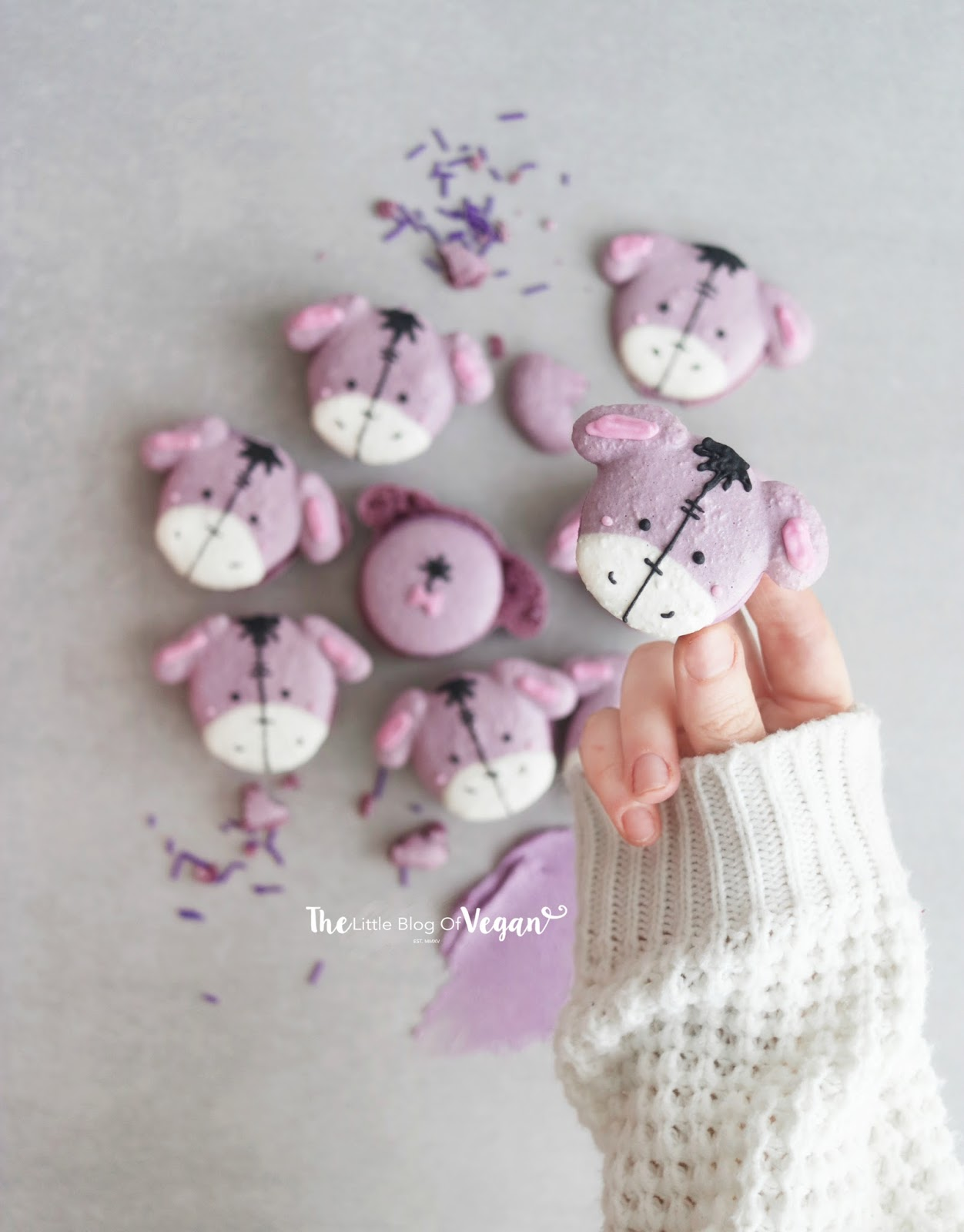 Blueberry 'Eeyore' macarons recipe | Winnie the Pooh dessert