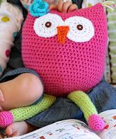 http://translate.google.es/translate?hl=es&sl=en&tl=es&u=http%3A%2F%2Fwww.daisycottagedesigns.net%2F2013%2F01%2Fcrochet-owl-toy-free-pattern.html