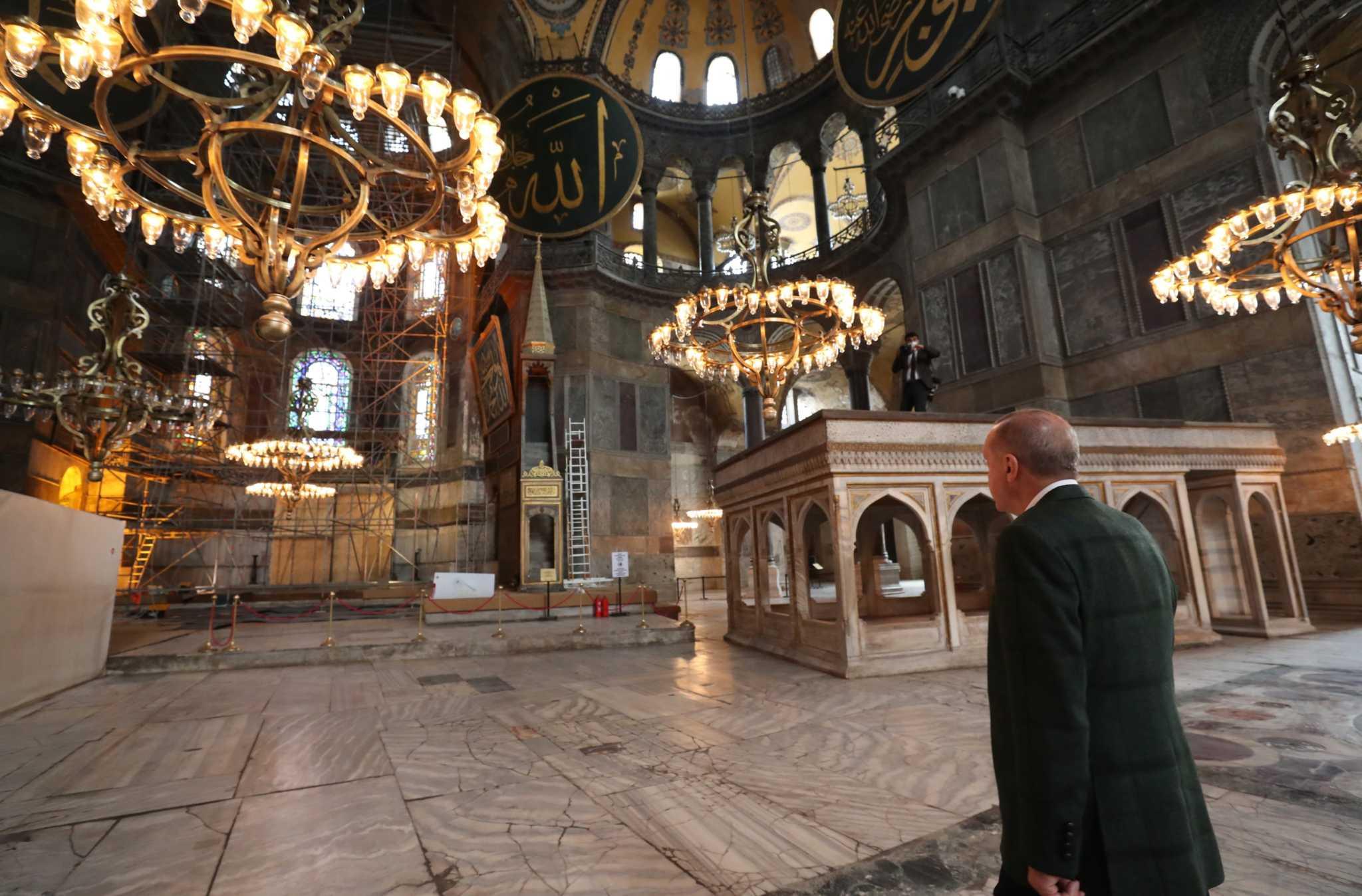 Αγιά Σοφιά: Οι πρώτες εικόνες από τις εργασίες για το τζαμί